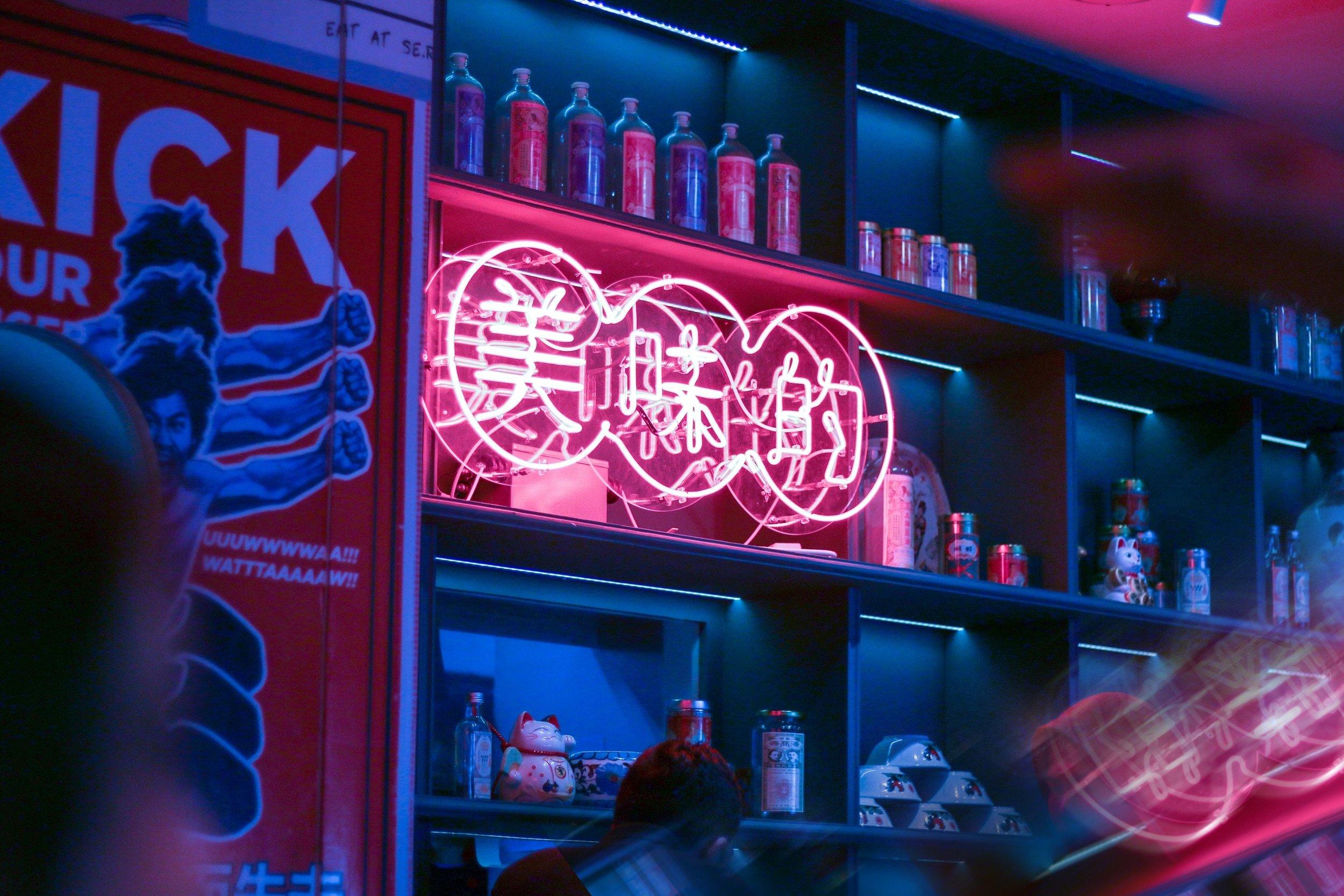 neon-sign-bar-pink.jpg