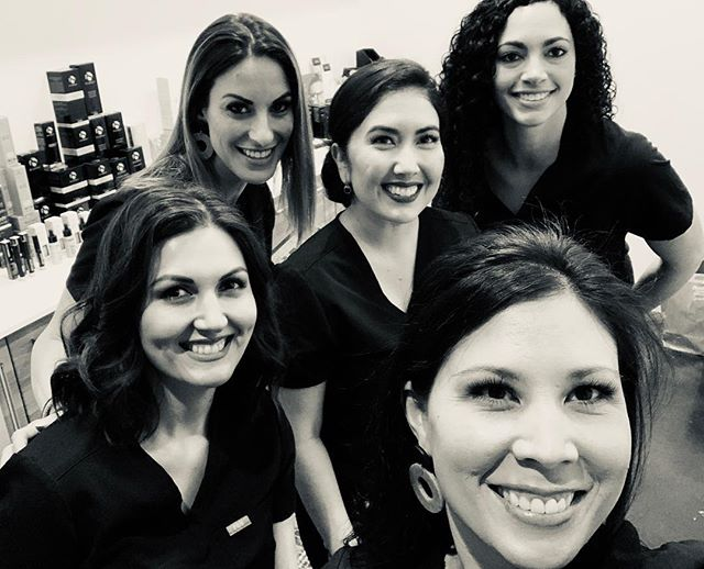 Cheers 🥂 to our first Botox Soirée! 💉 If you're interested in hosting a soirée, call our office for details! 📞480-616-3001 • • • • • #thedermlabrx #gatherloft #botoxsoiree #botox #gilbertinjector #chandlerinjector #phoenixinjector #botoxparty #allergan #allergantrainer #allerganambassador #gilbertnow #ocotillofriends #chandlerliving
