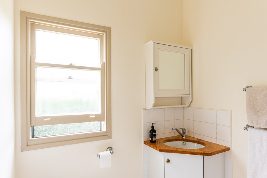 The Palm Cottage: Bathroom and toilet.
