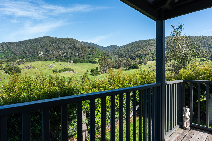 The Dolphin Cottage: Deck and view over Gulaga.