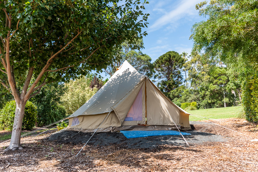The Tent House - Najanuga: Queen size bed, picnic basket, esky, fire-pit, lanterns and views.