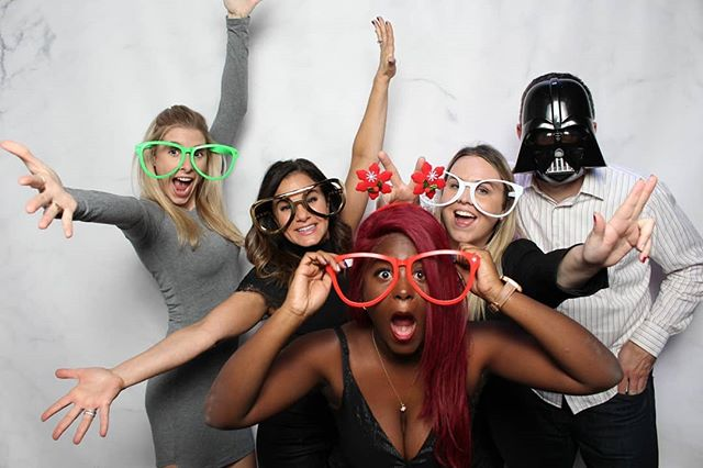 'Tis the season to be jolly! ☃️🎄✨ . . . #letitsnow #babyitscoldoutside❄️ #holdthemoments #happyholidays2018 #merrychristmas2018 #torontoevents #torontophotography #photographytoronto #photoboothrental #photoboothtoronto #photoboothfun #photoboothprops #fotobitsphotobooth #fotobitsco