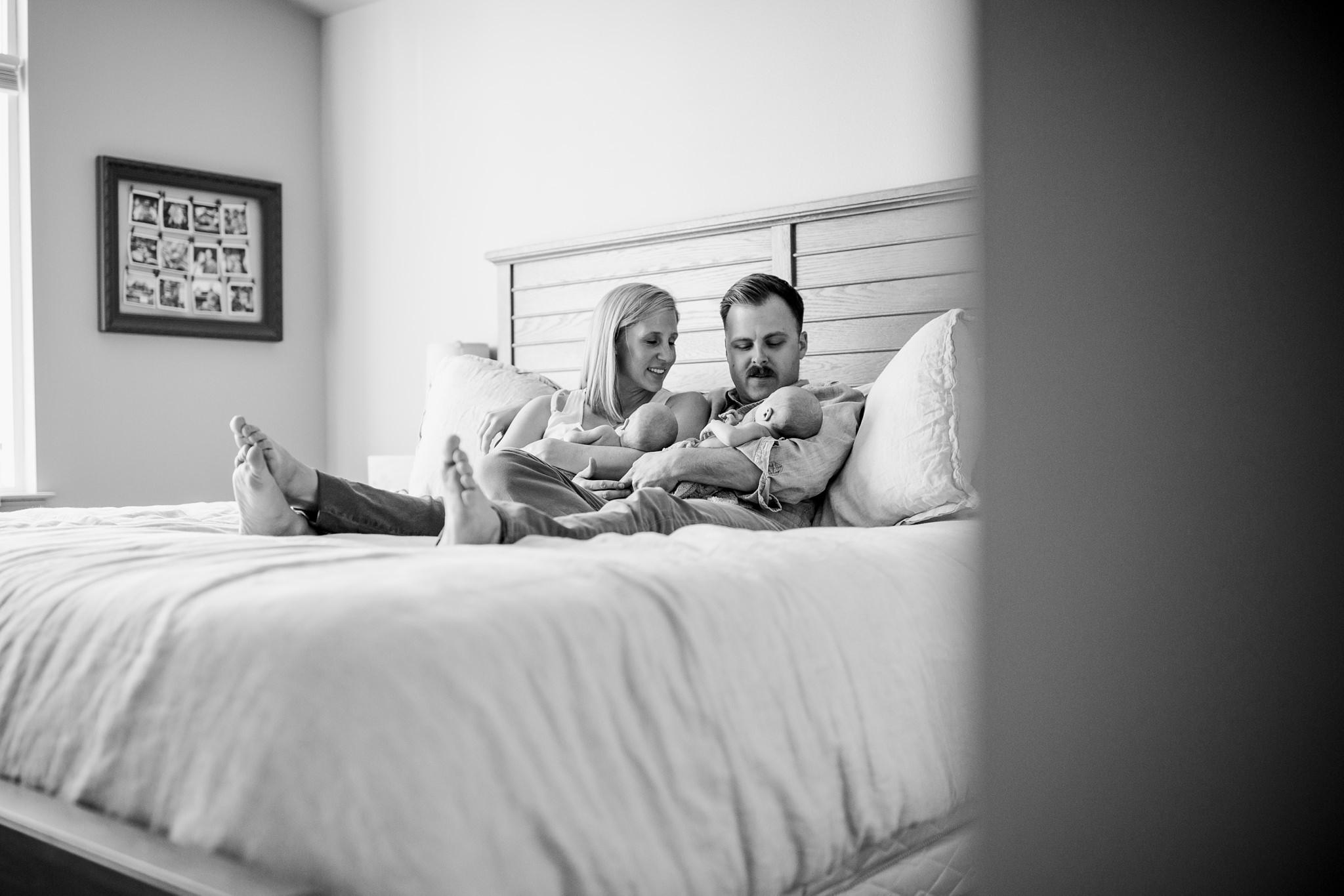 twin-lifestyle-newborn-photographer_0022.jpg