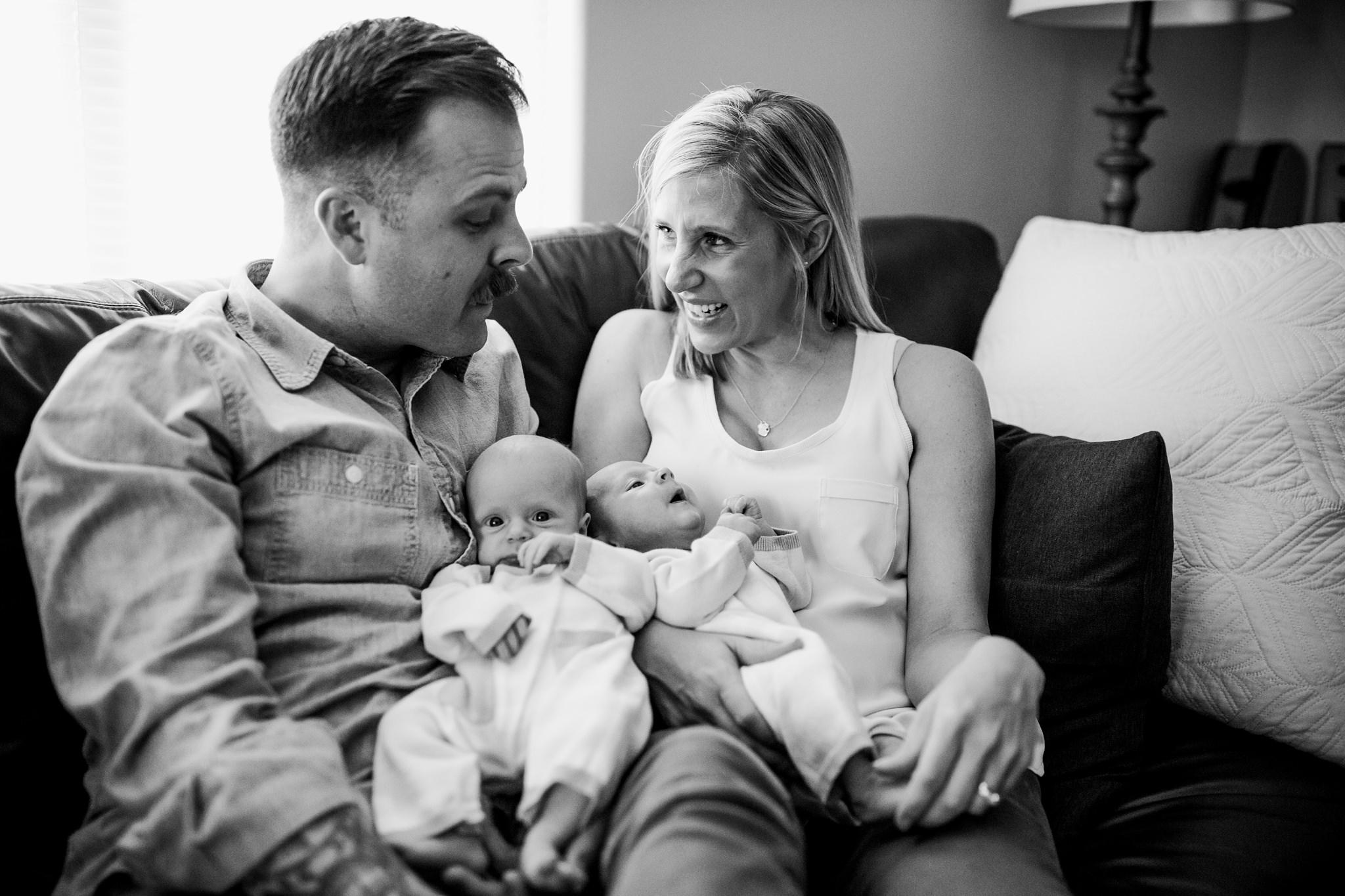 twin-lifestyle-newborn-photographer_0046.jpg