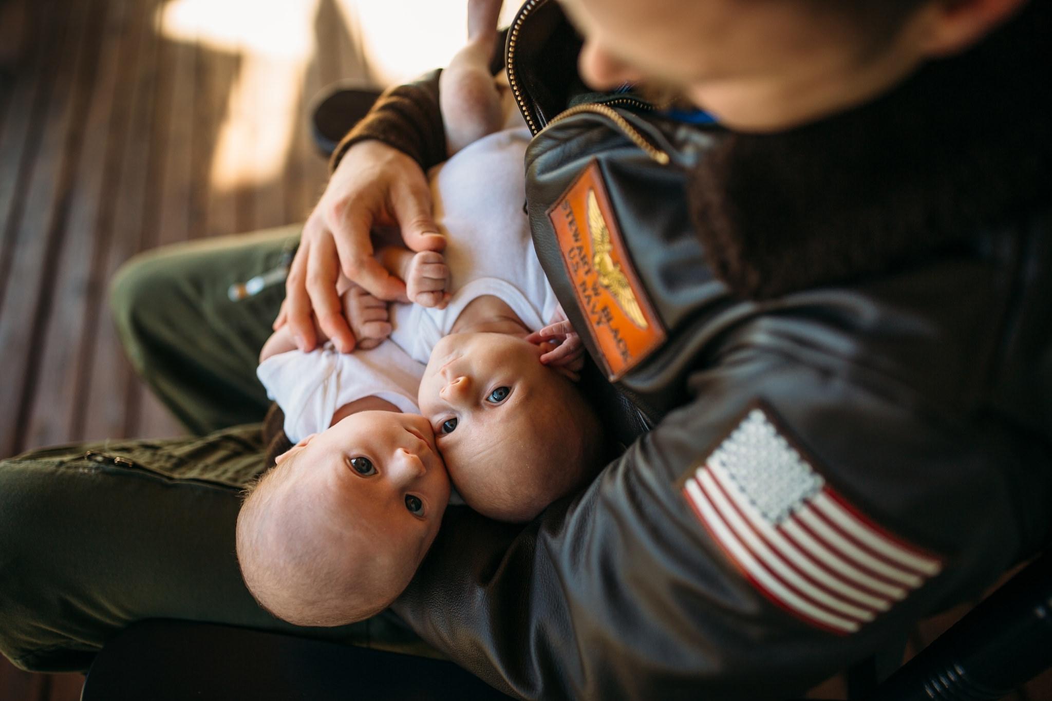 twin-lifestyle-newborn-photographer_0056.jpg