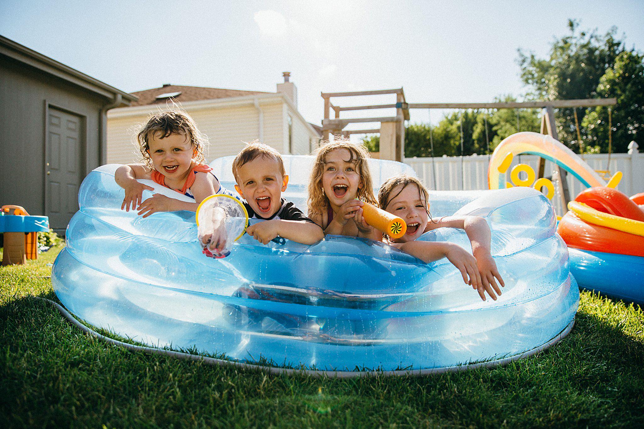 backyard-summer-playtime-with-cousins_0010.jpg