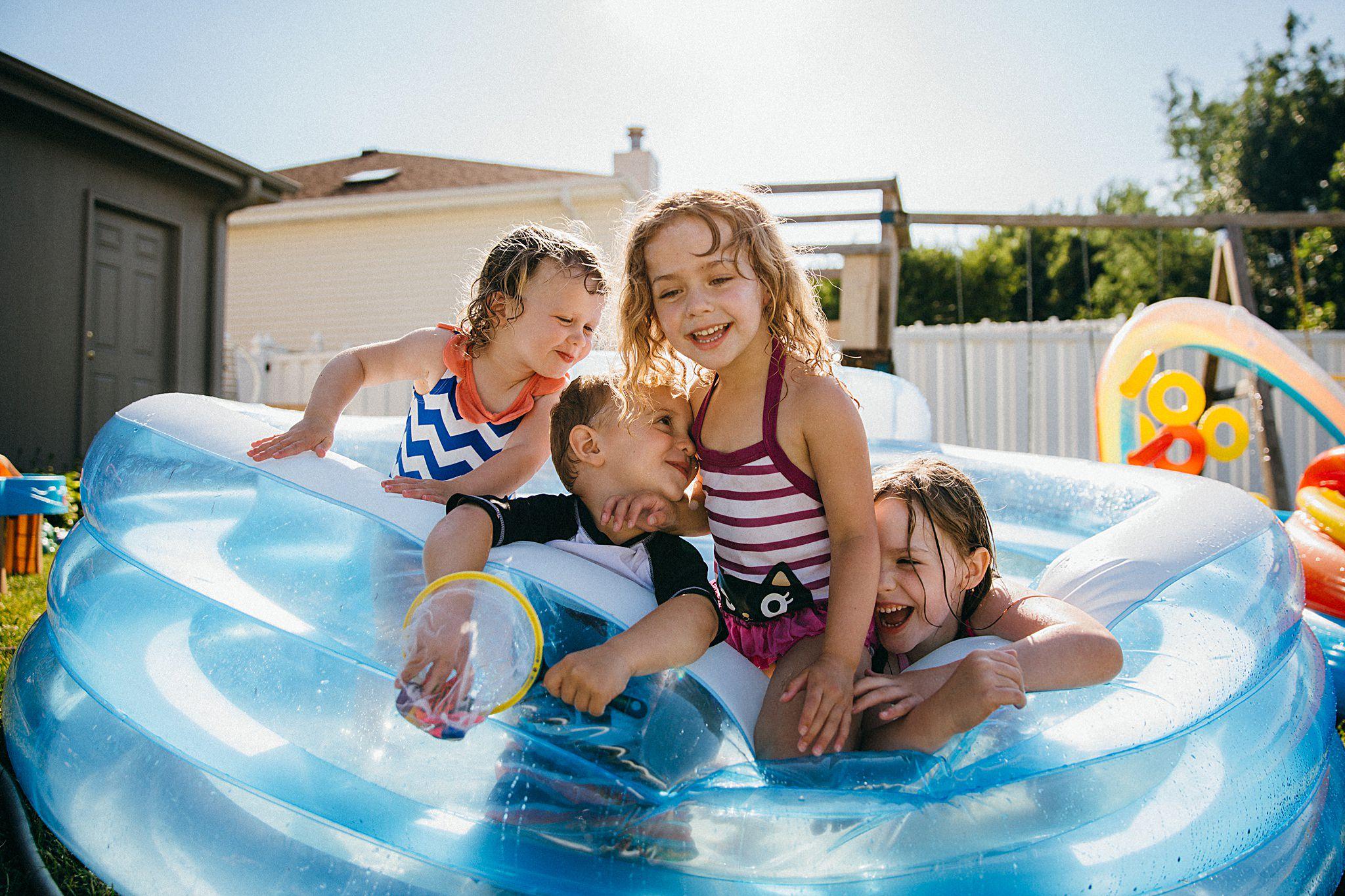 backyard-summer-playtime-with-cousins_0011.jpg
