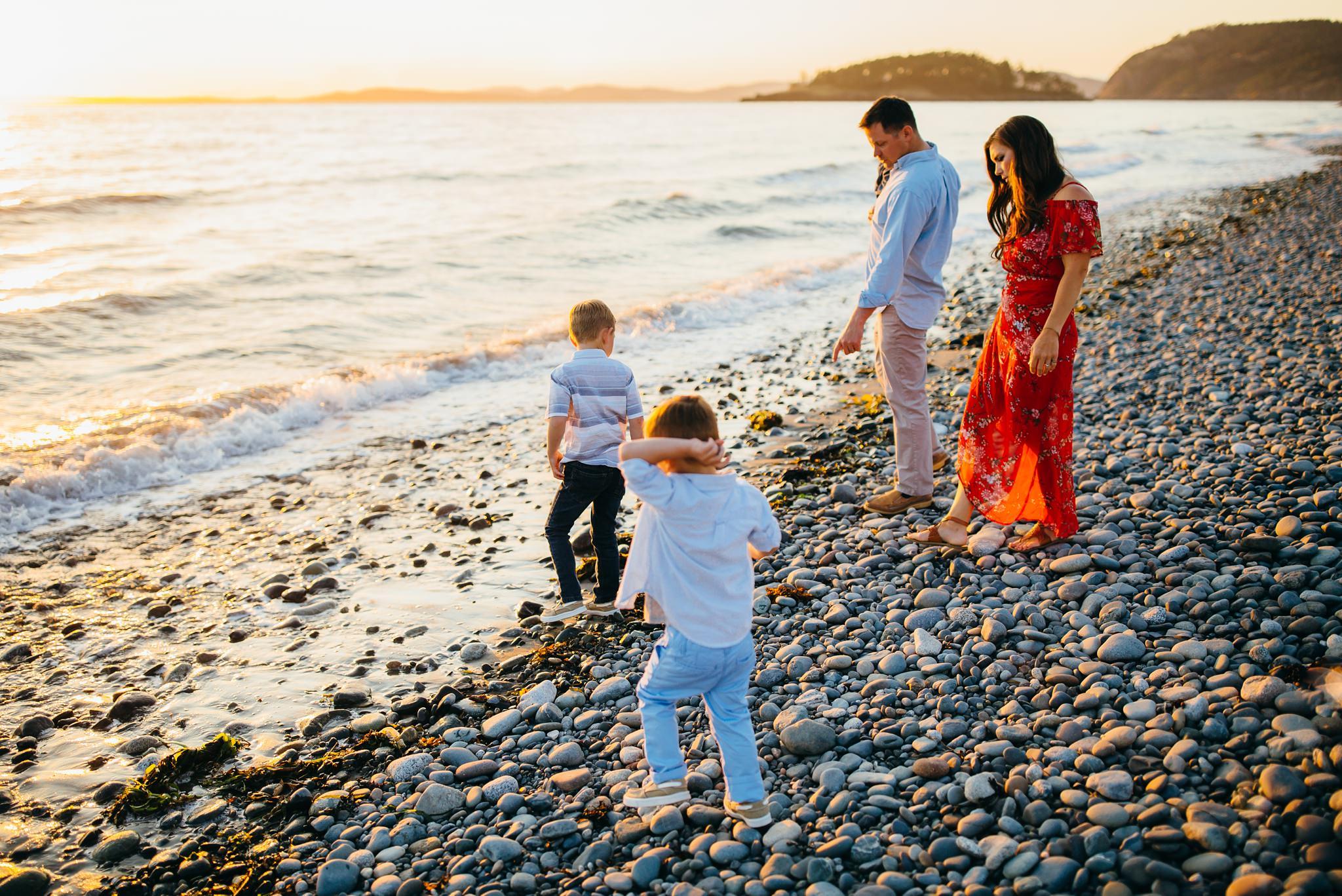 Family plays on beach | Oak Harbor Family Photographer