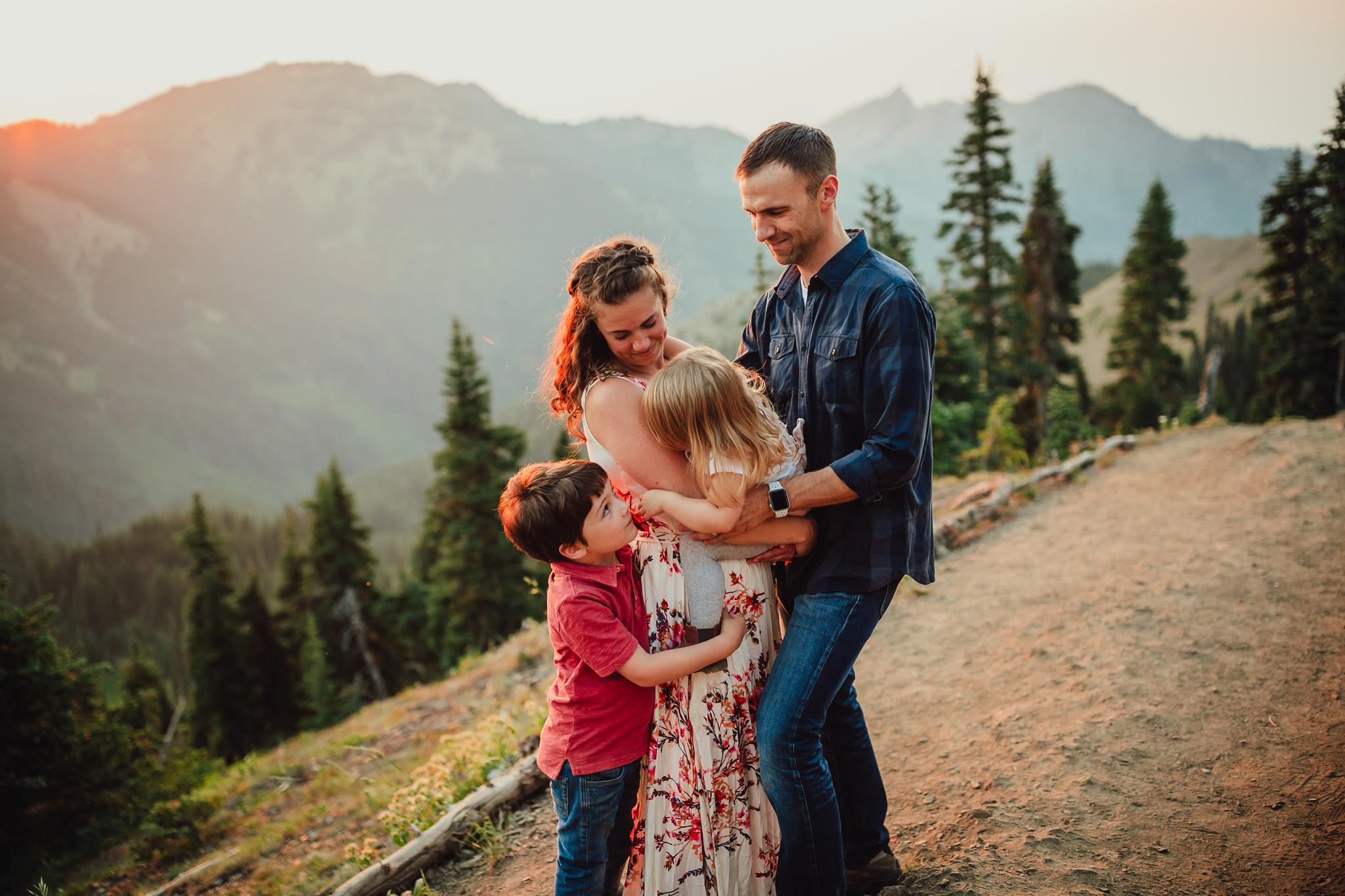 family sunset session at hurricane ridge