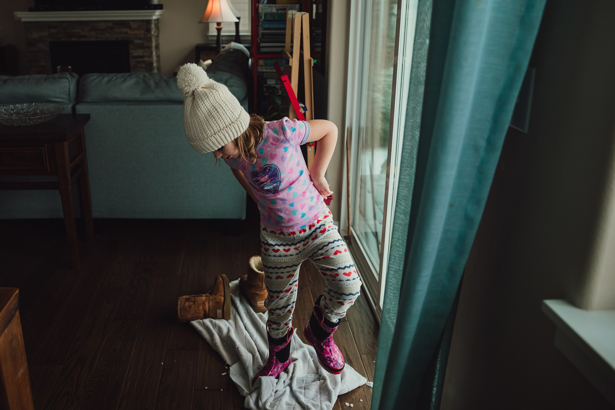 girl stomps snow off of shoes | Whidbey Island family photographer