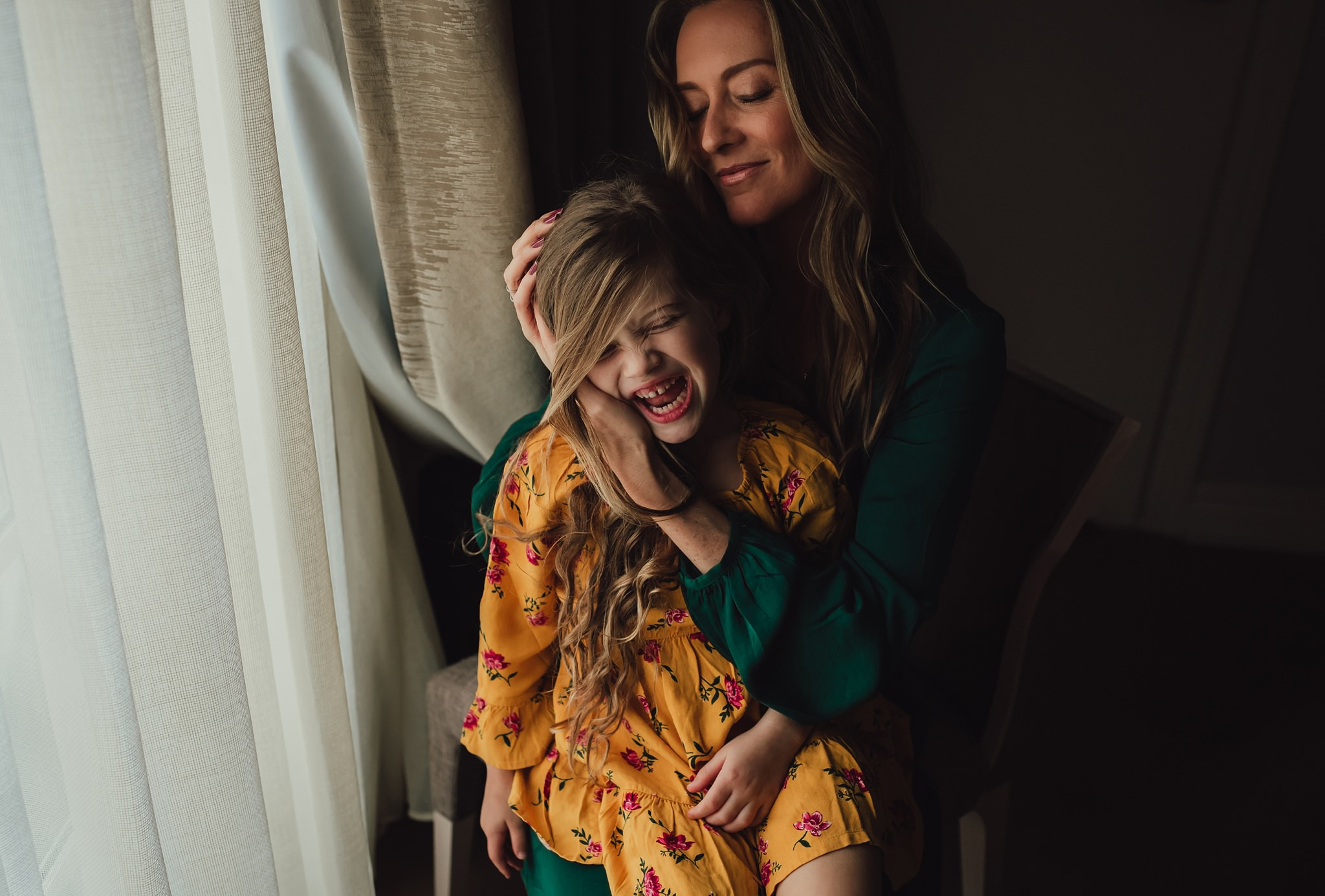 model and daughter pose for self-portrait |Whidbey Island family photographer