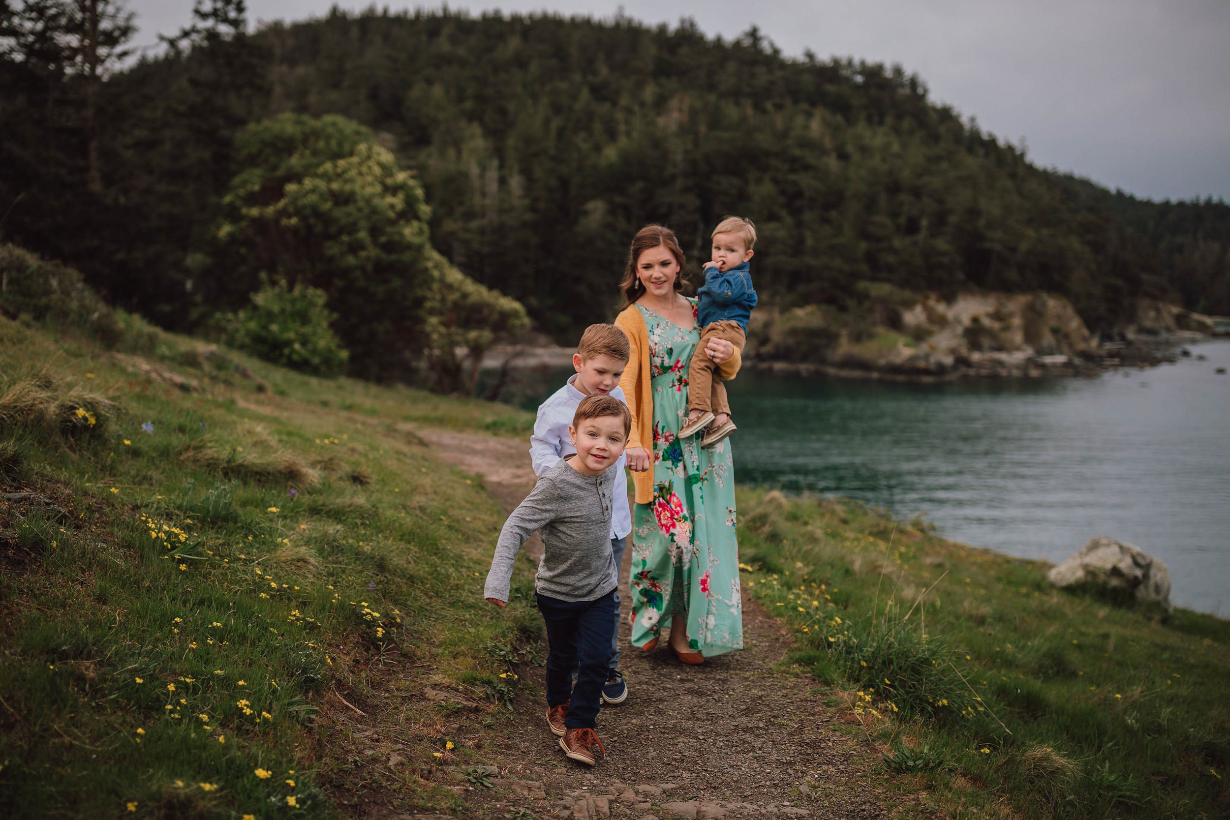 motherhood mini session Rosario Bay | Kara Chappell Photography