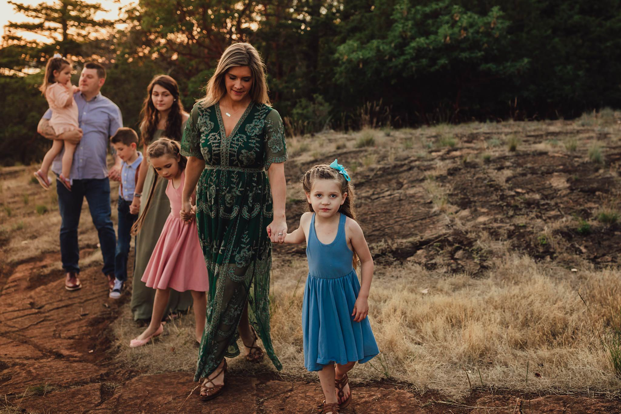 lifestyle family pictures at golden hour