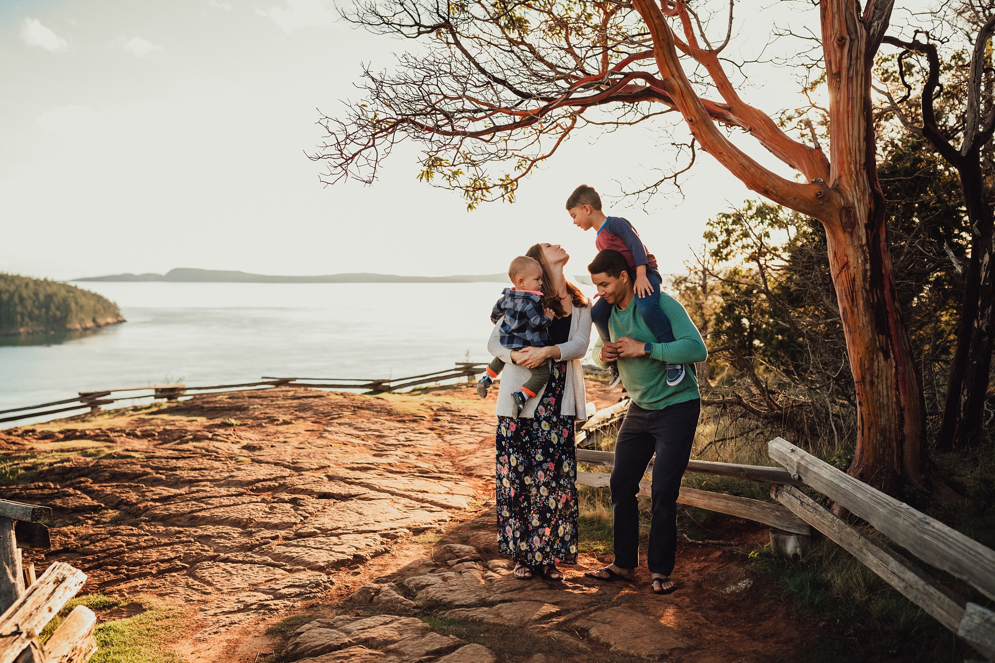 golden hour lifestyle family pictures
