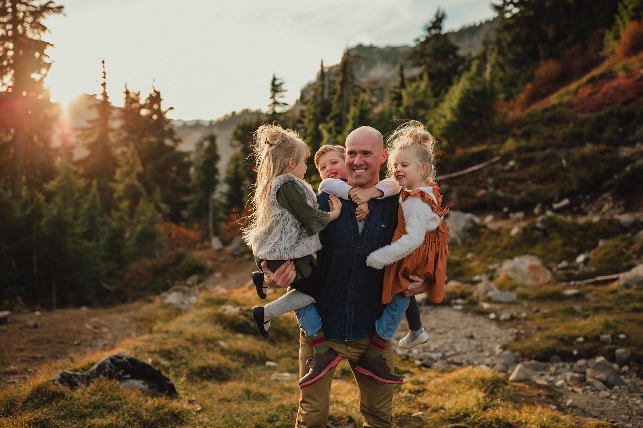 hiking family photographer