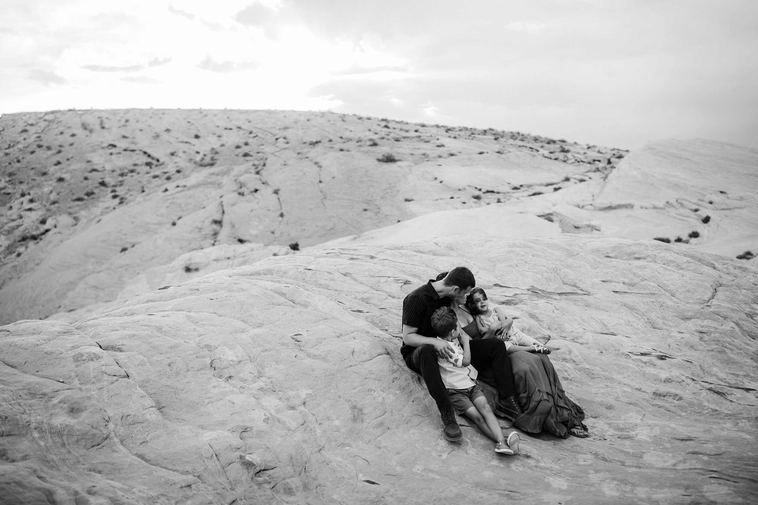 gorgeous family pictures in valley of fire state park