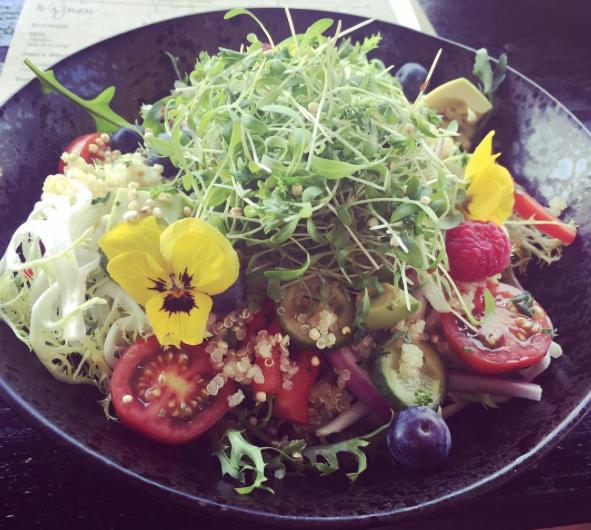 an after workout  salad bowl  by @noomsvlinder