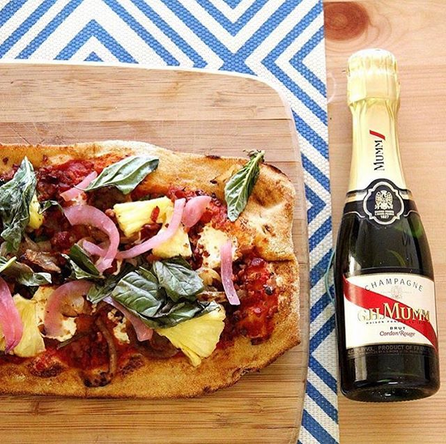 Happy National Pizza Day 🍾🍕#pizza #champagne