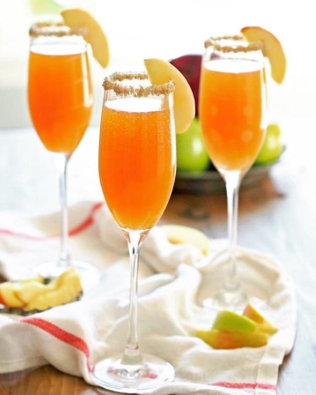 🍏 Apple cider mimosas 🥂 are a great 🍁 fall spin on a classic champagne cocktail, link in bio for a great recipe, enjoy! 🍎