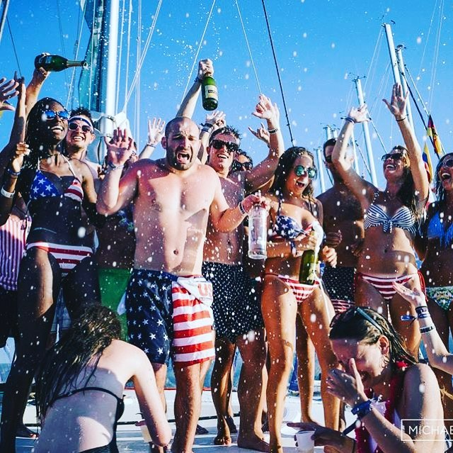 🍾That feeling (ignore @papadino91) when you reach 3,000 followers! 🎉#champagneshowers 🚿#yachtweekcroatia ⛵️ #Mercia 🇺🇸