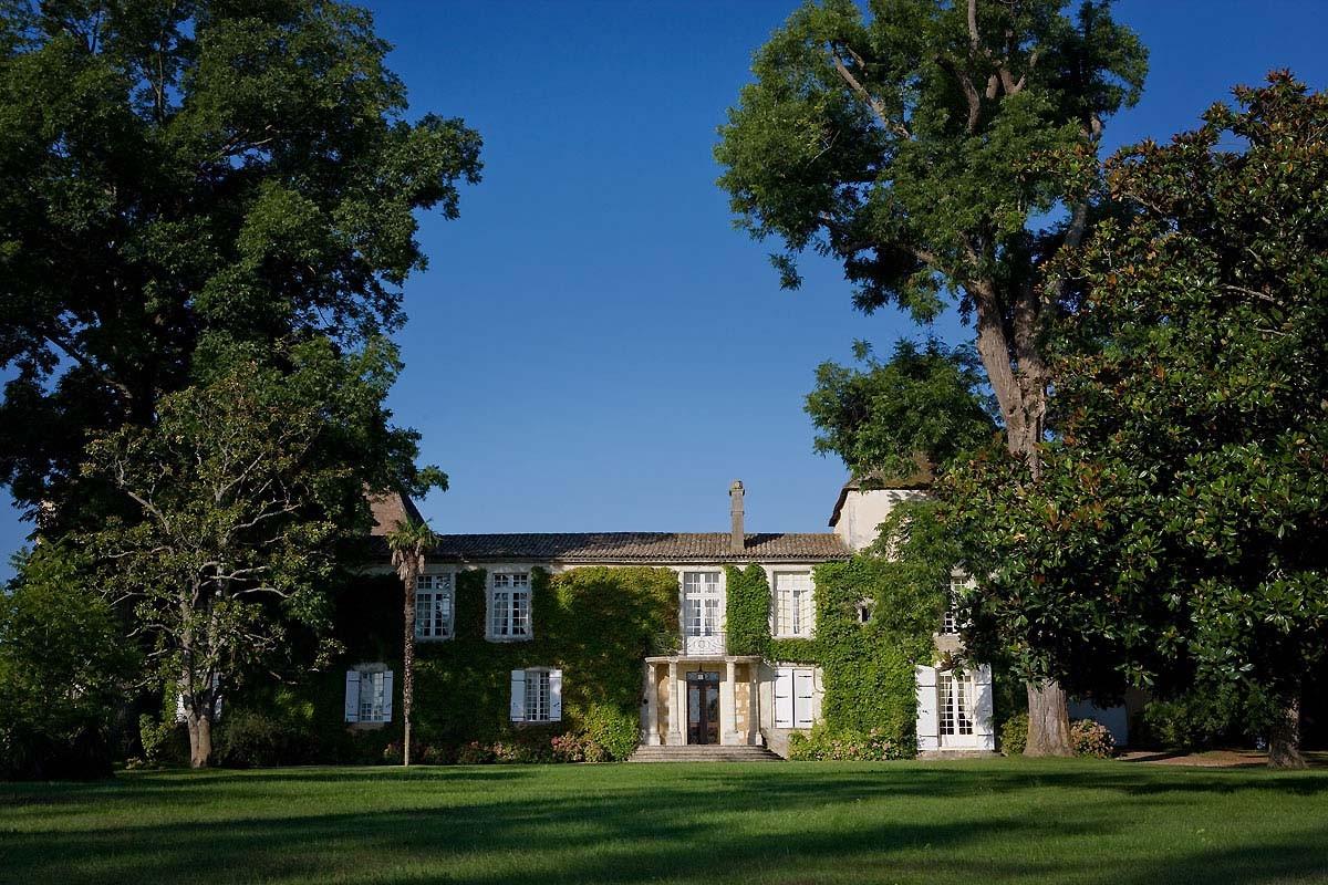 Vers le site du Château Carbonnieux