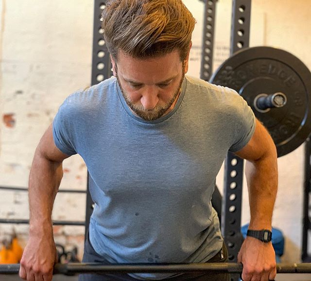 There's more benefit to lifting weights than simply getting huge 🤓 . Here's seven you mightn't have known about... . 1. Muscles fights fat by improving whole body metabolism! That means on the same diet, with the addition of resistance training? You're likely to trim down and tone up! 2. Lifting weights will improve your mood and make your mind feel sharper! 3. You will fight osteoporosis as you get older by keeping your bones strong too 💪🏻 4. You will improve your body awareness which will allow you to move with greater ease through your regular daily activities. 5. Better heart health due to improved blood flow. 6. Prevent back pain by strengthening your core and glutes. 7. Weightlifting will lead to a lean, toned and fit body for both men and women, meaning you will look and feel at your best!! . Start small and build your way up! And never be afraid to find a coach for a little assistance if it's all a bit new to you. . And as always, have fun with it!! 😘🙃