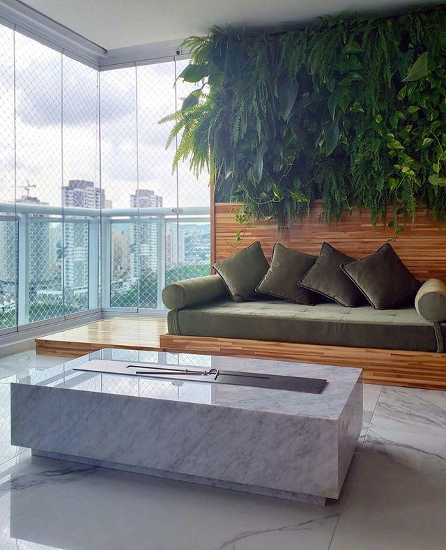 Um espaço para relaxar em qualquer época do ano! Futon em teca, jardim vertical e lareira em mármore.⠀ ⠀ ⠀ ⠀ #architecture #archilovers #arquitectura #decor #design #interiordesign #homedecor #interior #home #interiors #homedesign #style #interiordecor #decoration #inspiration #interiordesigner #interiorstyling #art #designer #furniture #interiorinspiration #love #instahome #luxury#arquitetura#decoração#interiores#arte#fotografia#luxuryhomes