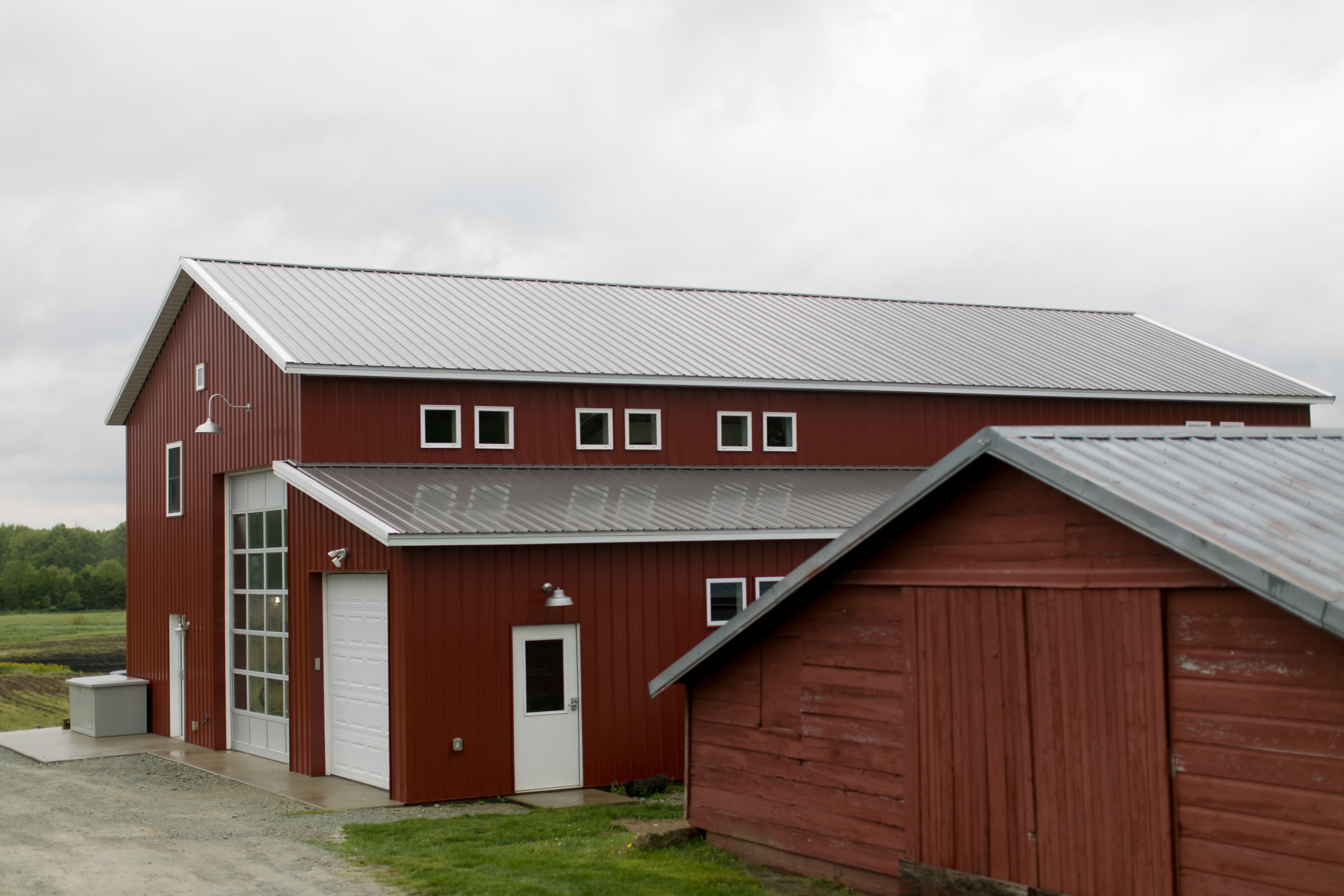 The Lake Max Loft, situated in the Big Red Barn, is an ideal space to accommodate your wedding party. Built new in 2014, a modern structure with a rustic feel perfect for getting ready. It's clean modern design and natural light is a wedding photographer's dream.