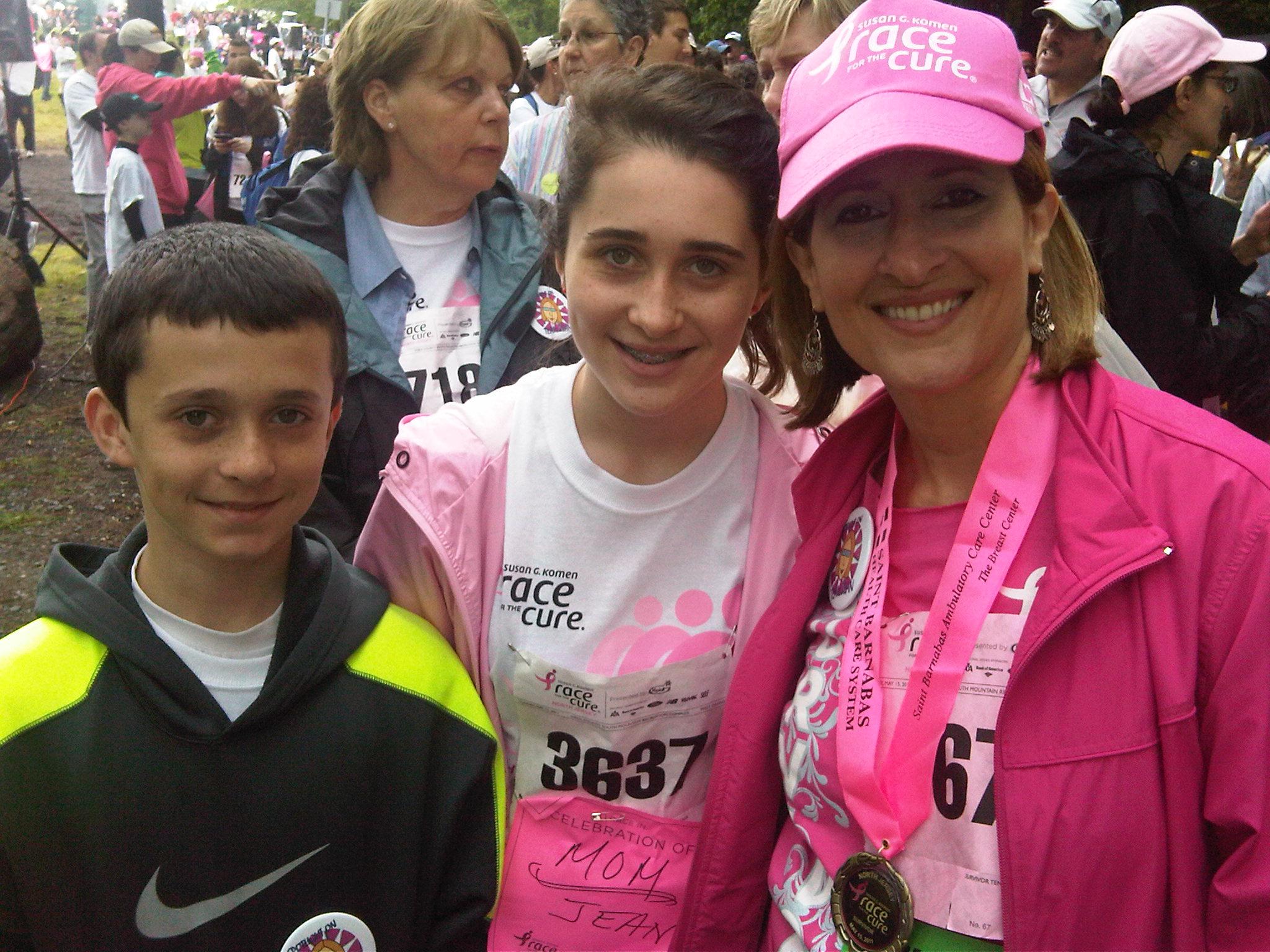 Author, Jean Criss & her children Matthew & Kirsten.jpg