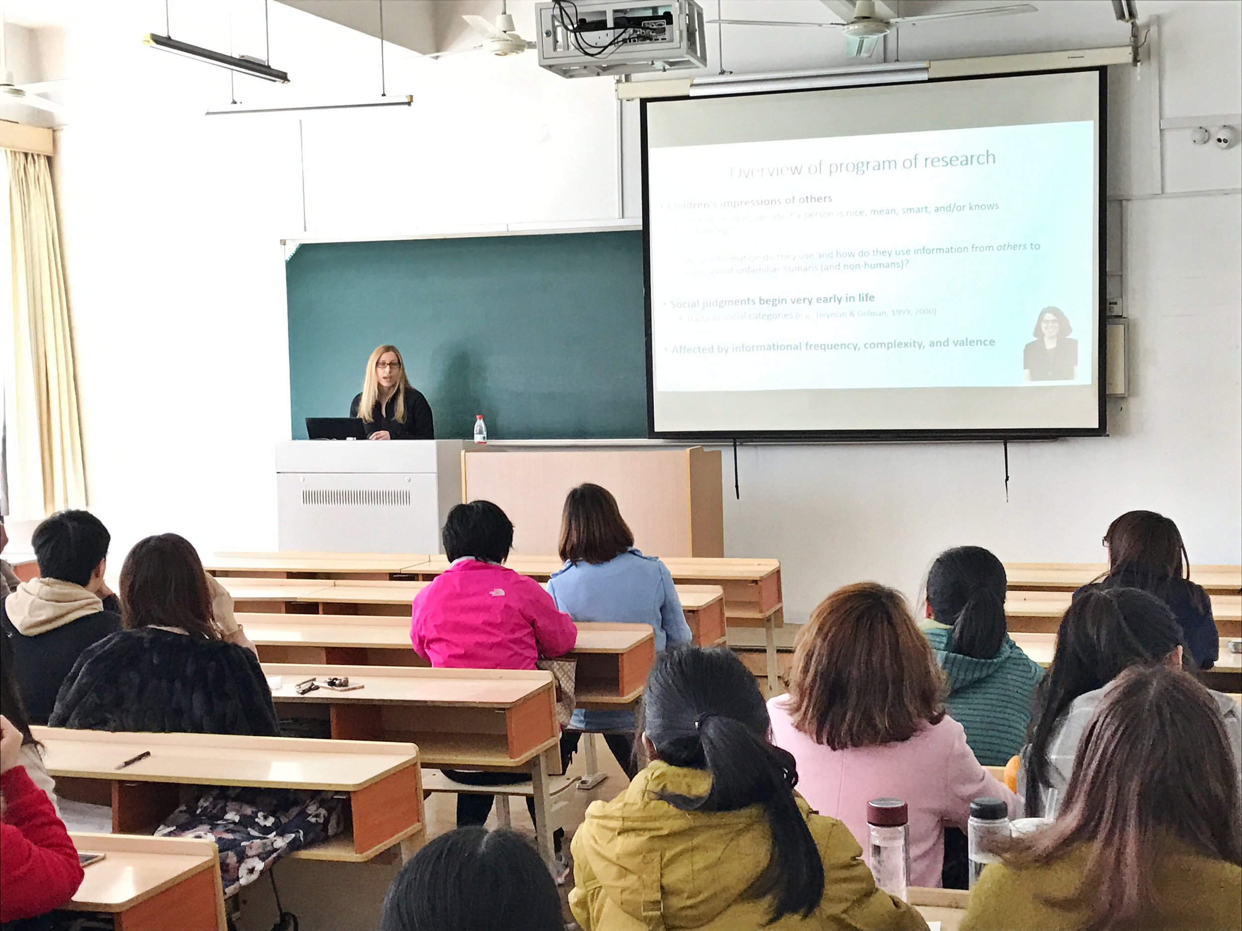 Dr. Boseovski gives a research talk to faculty and graduate students at Zhejiang Sci-Tech University.