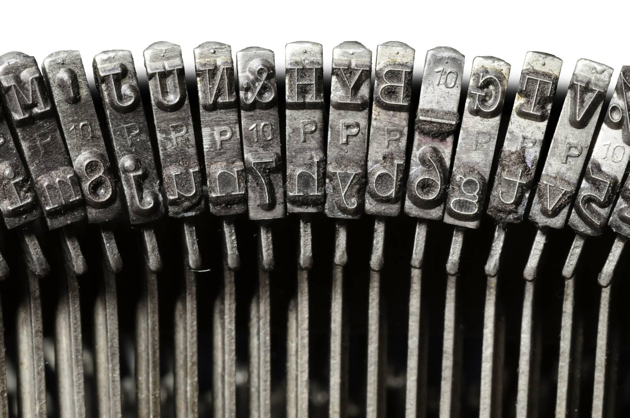 typewriter468312609.jpg