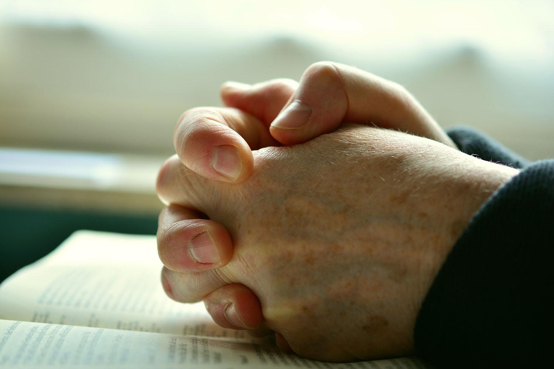 pray-2558490.jpg