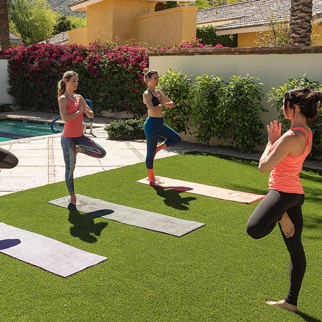 phxrst-omni-scottsdale-yoga-classes-on-lawn.jpg