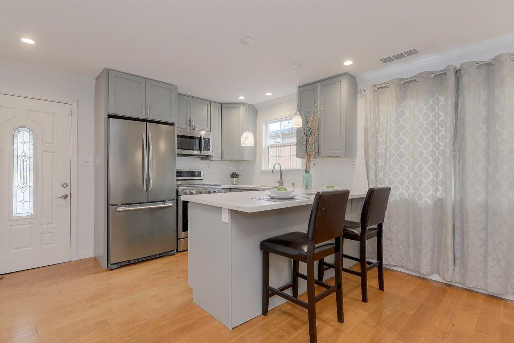 740Hamilton-Kitchen .jpg