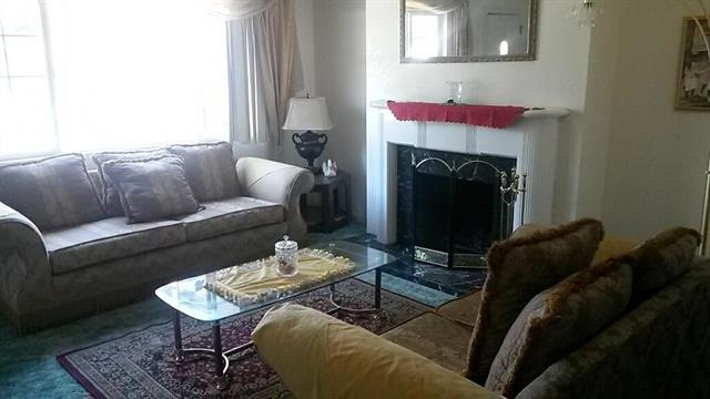 leastexpensive_livingroom.jpeg