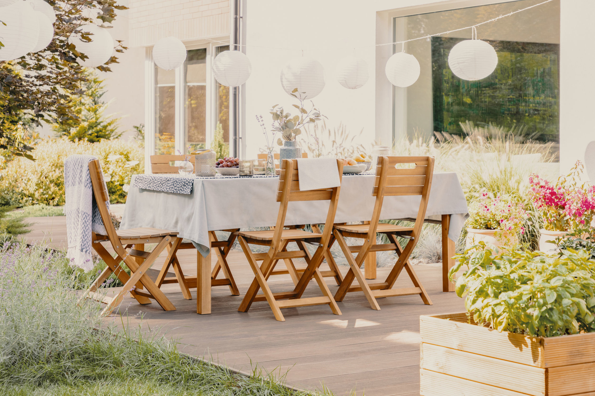 Outdoor dining room- divide your space .jpg