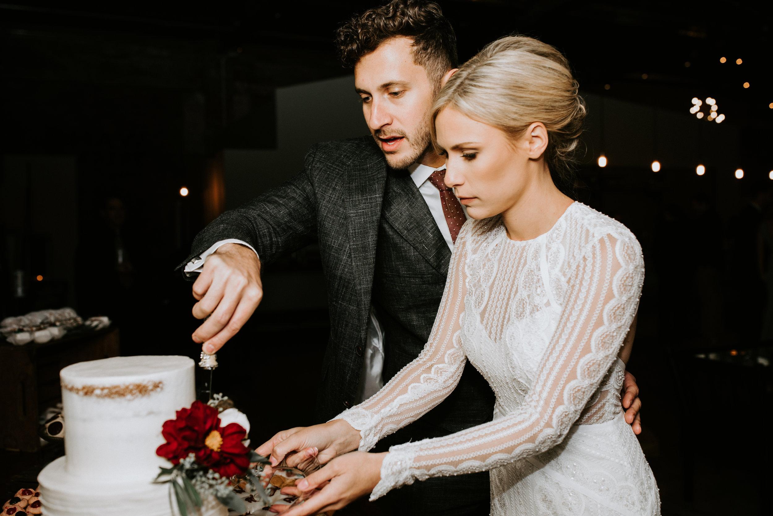 ST_LOUIS_WEDDING_PHOTOGRAPHER_WILD_CARROT_EMILY_AND_JOES_WINTER_WEDDING-797.jpg