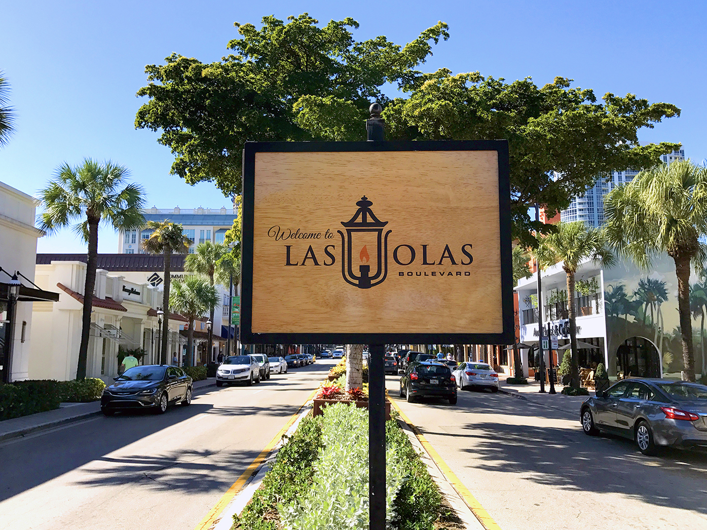 Las Olas Boulevard with high-end shopping, restaurants, and activities!