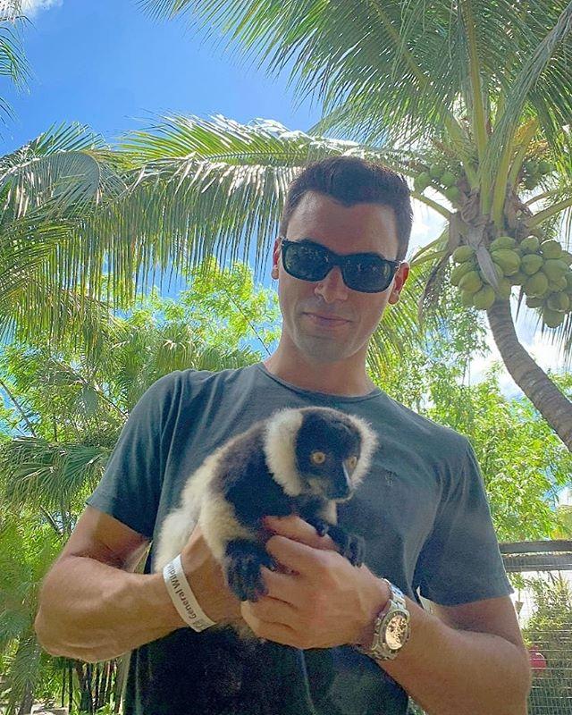 Hanging out with my little brother 🐒 😮ooo ooo  hehe  #ooo #ooo #ooo #eee #eee #eee #monkeys #lemur #cutie #monkey