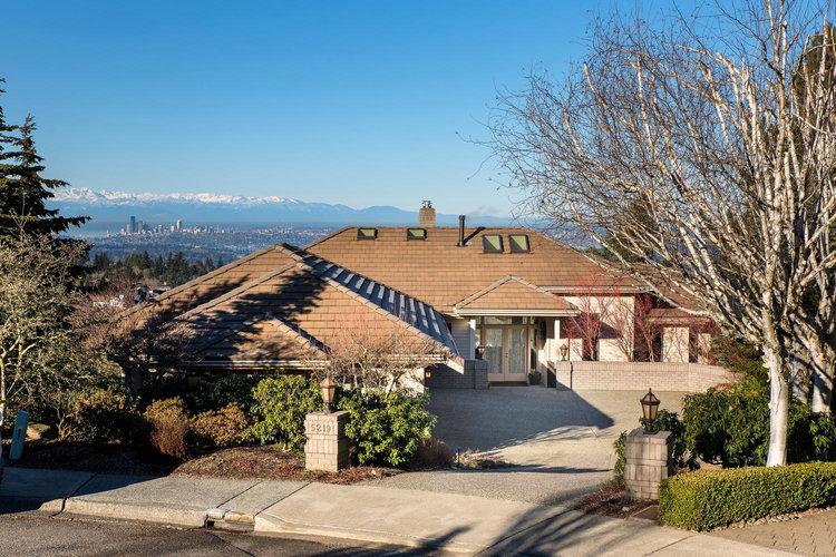 Bellevue, WA $2,250,000 - Represented Seller