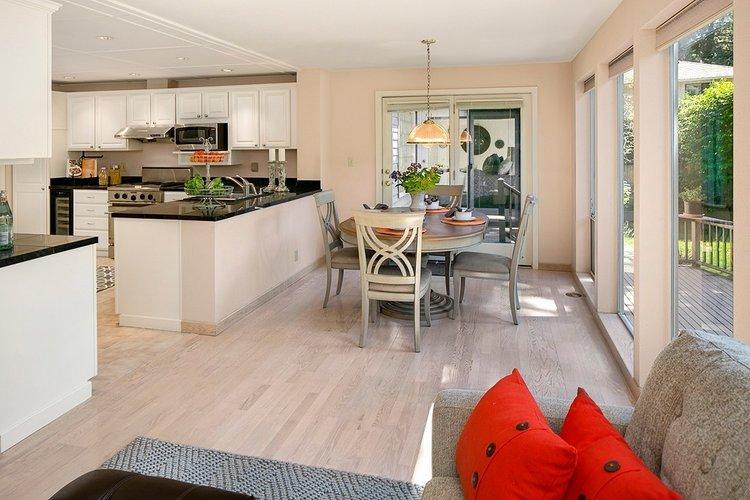Bellevue, WA $1,084,000 - Represented Buyer