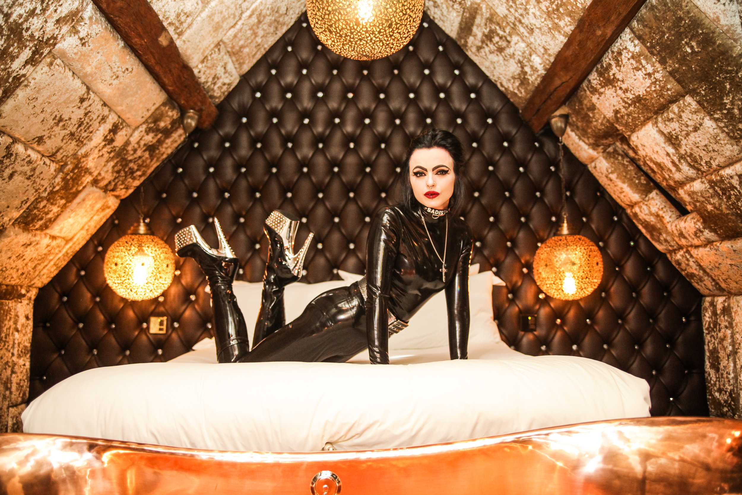 Latex Hotel Dominatrix