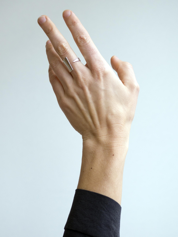 Sleek design and adjustable withing 1/2 size.