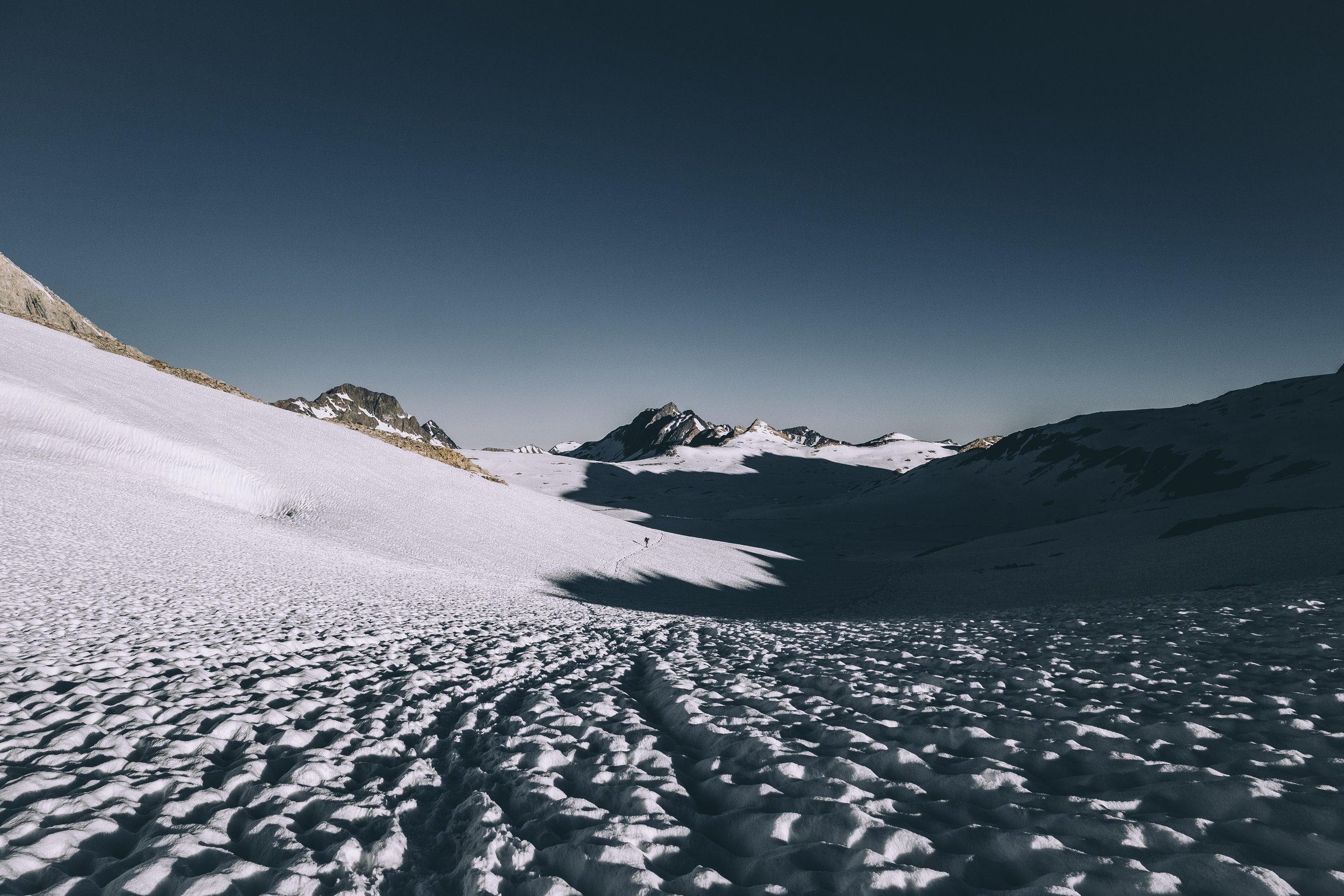 Early morning walk down the north slope of Muir Pass