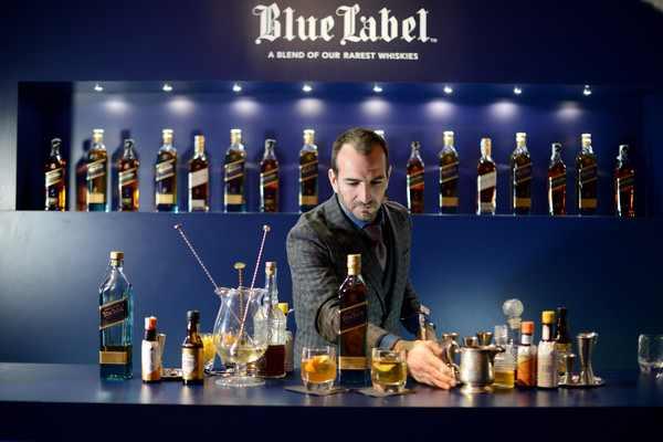 Charles+Joly+Johnnie+Walker+Blue+Label+Gentleman+GBP7TdmnzcCl.jpg