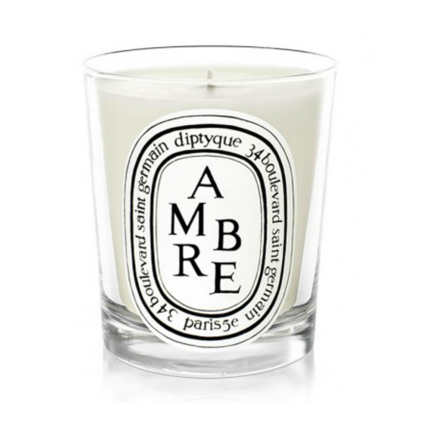 Dyptique  Sin duda, unas de las velas más extraordinarias al mundo. Al 34 de Saint Germain en París Diptyque tiene su santuario: todos los perfumes son ricos, pero las de Rosas y Patchouli son mis preferidas.   www.diptyqueparis.com