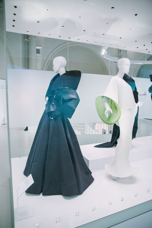 Balenciaga_Shaping_Fashion_10.jpg