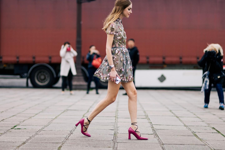 shotbygio-george-angelis-chiara-ferragni-athens-streetstyle-paris-fashion-week-fall-winter-street-style-style-8a03409ecc7f3da4233854705b724cf6-large-1105974.jpg