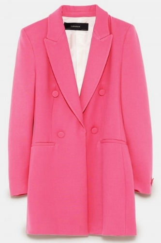 """""""Pink is THE new black"""" , y la firma  low cost Zara  está siempre acorde a las nuevas tendencias fashion. Este saco largo es lo ideal para darle una nota de color a los días grises de otoño.   www.zara.com"""