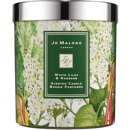 """White Lilac & Rhubarb  Candle  Si para regalarse la vela al ruibarbo y lilas de Jo Malone London, necesitan otro motivo además de llevar a su casa el increíble aroma de un jardín de verano. Sepan que el 75% del precio está destinado a beneficio del """"research"""" para la salud mental.   www.jomalone.com    https://shop.nordstrom.com/s/jo-malone-white-lilac-rhubarb-candle-limited-edition/4048519"""
